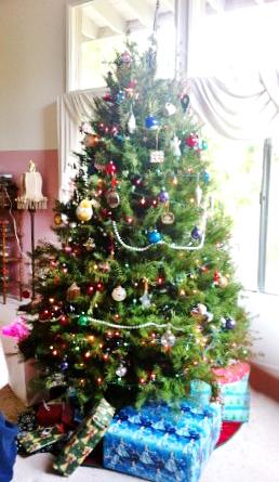一番好きなホリデーはクリスマス。12月第2土曜日の夜ツリーの飾りつけをするのが我が家の習慣です。