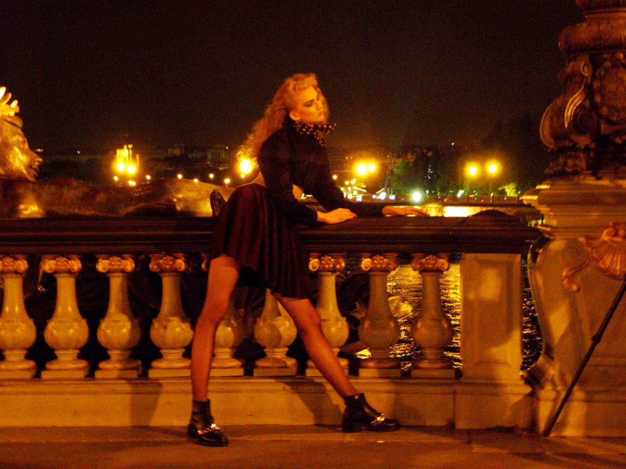 お散歩コースのアレキサンダー三世橋にて、モデルさんの撮影に遭遇!