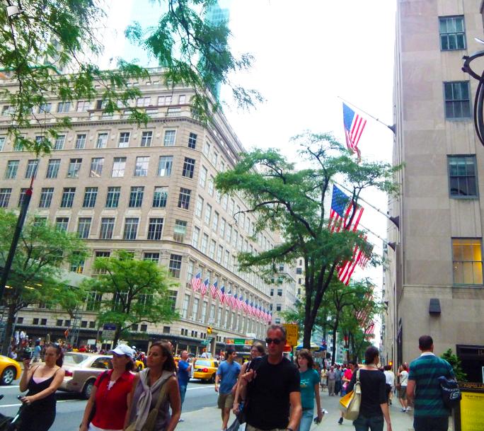 ニューヨークの5番街。いつ行っても新しい発見があり、ウィンドーショッピングだけでも楽しめます。