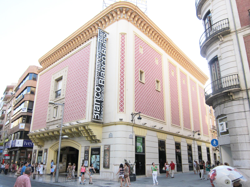 ピンクが可愛いBlancoグラナダ店♪♪毎日通っています。