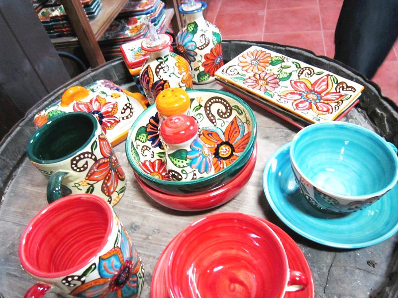 アルメリアの田舎町、フアンさんの工房で買い付けたお気に入りの陶器たち♪♪