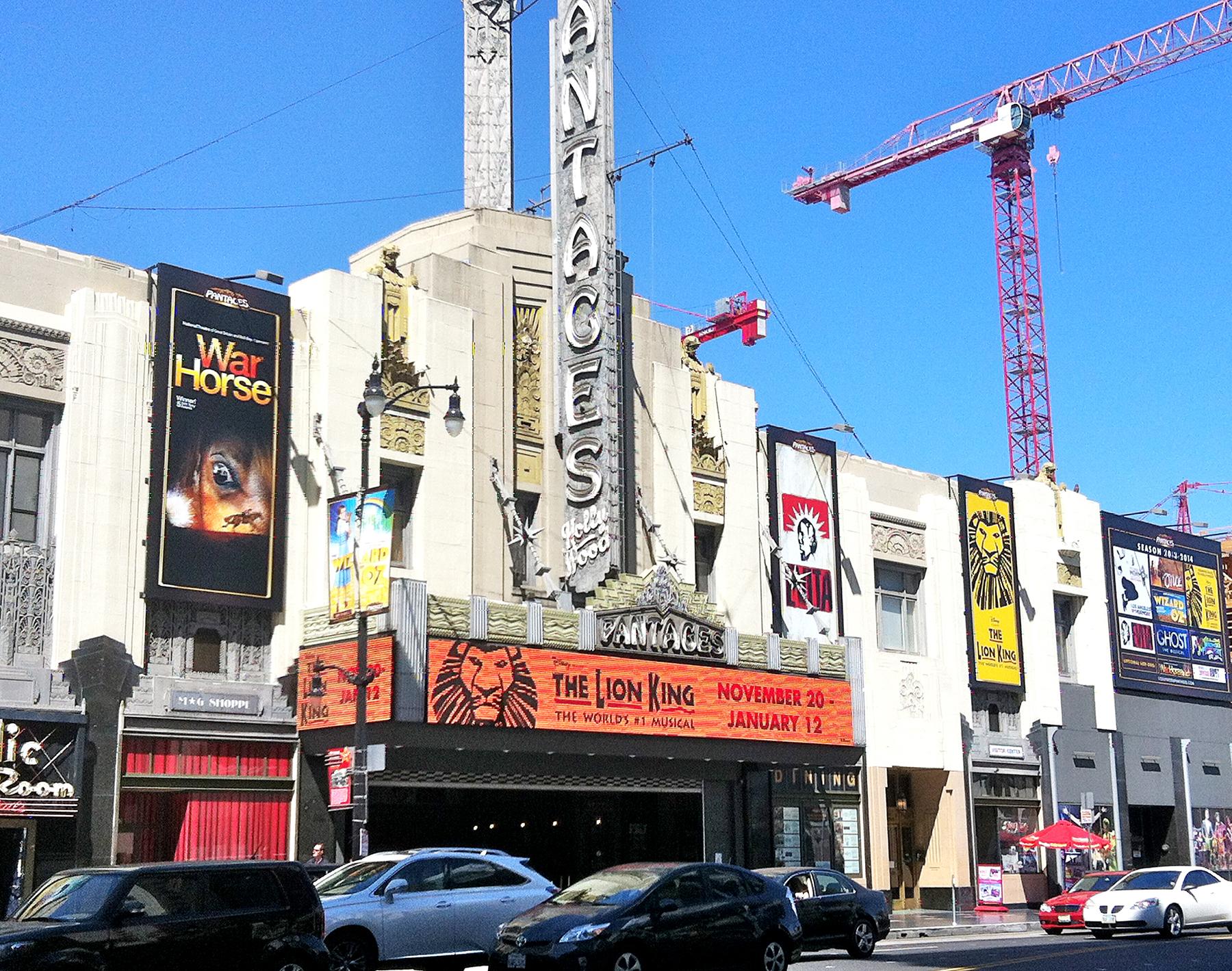 ミュージカル劇場も近所、いつも満員★